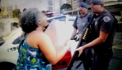Mulher é presa em manifestação contra genocídio de jovens negros