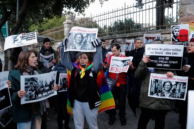 Em Israel, grupo protesta contra Bolsonaro.