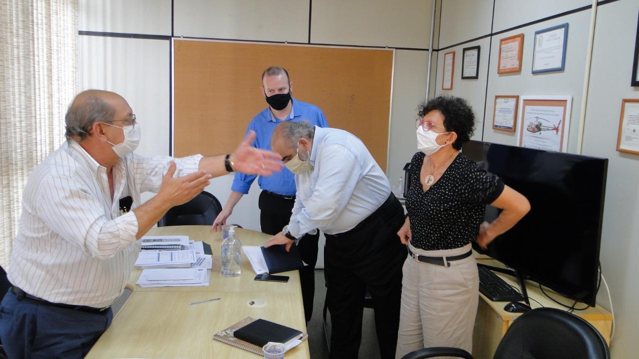 Rai de Almeida aponta a Secretário da Saúde falta de condições nas unidades escolares