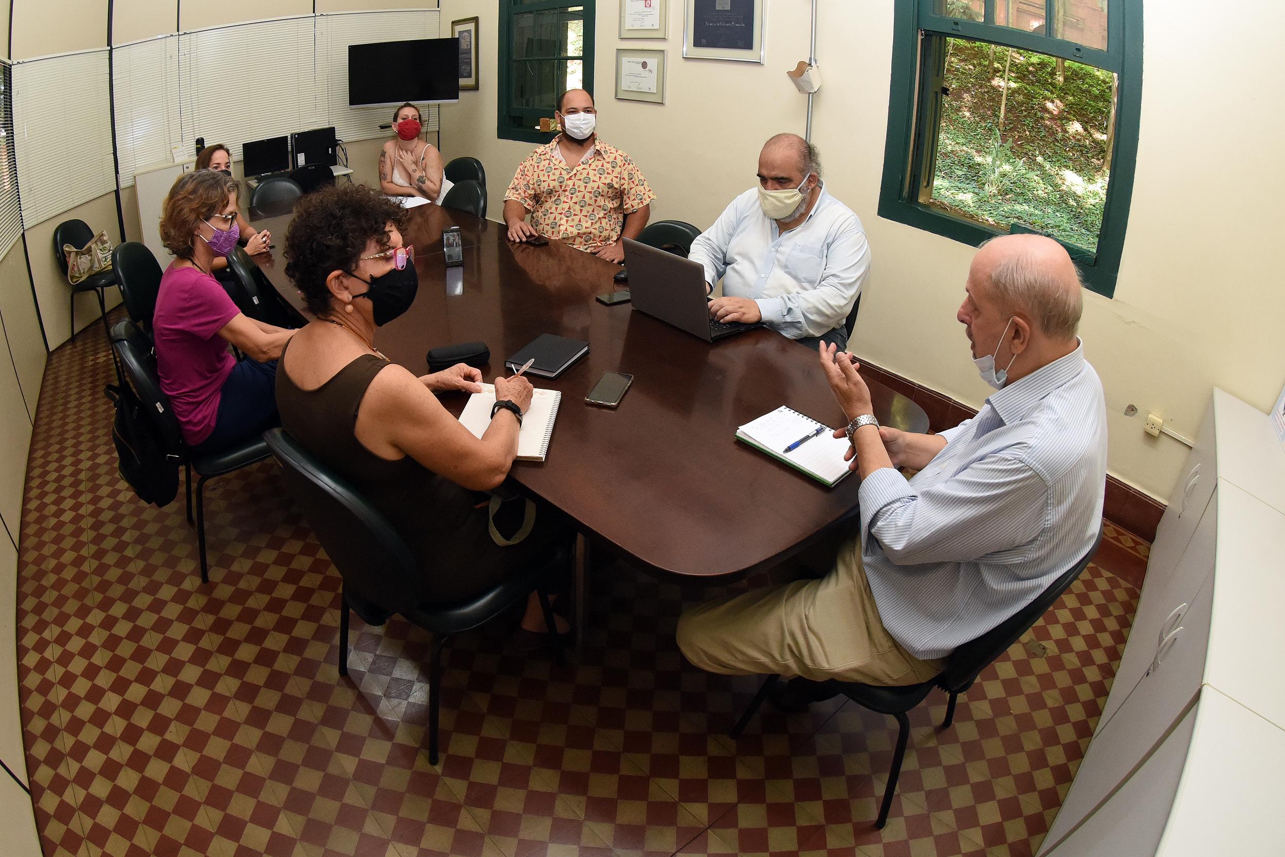 Rai de Almeida e artistas se reúnem com Secretário de Cultura e Turismo